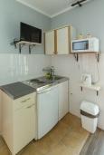 Студия (гостиная+кухня). Черногория, Петровац : Уютная студия с кондиционером и балконом