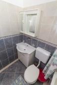 Ванная комната. Черногория, Петровац : Уютная студия с кондиционером и балконом