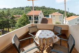 Балкон. Черногория, Петровац : Уютная студия с кондиционером и большим балконом
