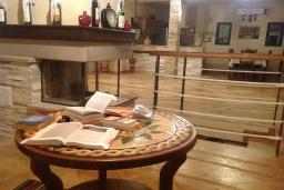 Гостиная. Черногория, Муо : Роскошная вилла в 100 метрах от пляжа, с бассейном и видом на море, 5 спален, 4 ванные комнаты, барбекю, парковка, Wi-Fi