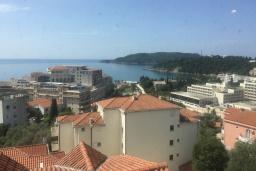 Вид на море. Черногория, Бечичи : Апартамент с гостиной, отдельной спальней и балконом с видом на море