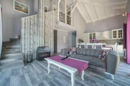 Гостиная. Черногория, Столив : Роскошная вилла с бассейном и шикарным видом на море, 50 метрах до пляжа, 4 спальни, 4 ванные комнаты, джакузи, барбекю, парковка, Wi-Fi