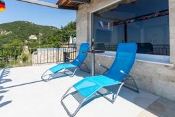 Балкон. Черногория, Будва : Прекрасная вилла с бассейном и видом на море, 5 спален, 3 ванные комнаты, барбекю, парковка, Wi-Fi