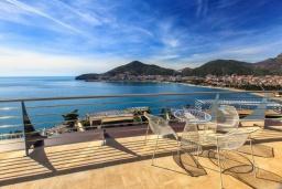 Балкон. Черногория, Будва : Роскошный апартамент с гостиной, двумя спальнями, двумя ванными комнатами и большим балконом с панорамным видом на море