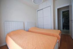 Спальня 2. Черногория, Будва : Современный апартамент с гостиной, двумя спальнями и балконом с боковым видом на море