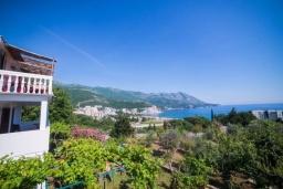 Вид. Черногория, Бечичи : Дом с зеленым двориком и видом на море, 3 спальни, 2 ванные комнаты, барбекю, Wi-Fi