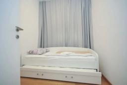Спальня 2. Черногория, Будва : Апартамент с гостиной, двумя спальнями и балконом