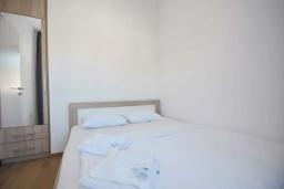 Спальня. Черногория, Будва : Апартамент с гостиной, двумя спальнями и балконом