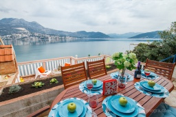 Terrace. Montenegro, Njivice : Apartment with 3 bedrooms in Njivice