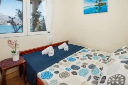 Bed room. Montenegro, Njivice : Apartment with 3 bedrooms in Njivice