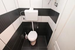 Ванная комната. Черногория, Игало : Студия на первом этаже, с террасой в 10 метрах от моря