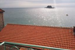 Вид на море. Черногория, Петровац : Люкс апартамент в Петроваце с двумя отдельными спальнями и неповторимым видом на море