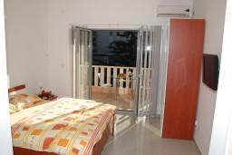 Студия (гостиная+кухня). Черногория, Игало : Современная студия в самом центре Игало