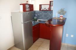 Кухня. Черногория, Игало : Большая студия на набережной Игало
