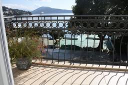 Вид на море. Черногория, Игало : Маленькая студия на набережной Игало