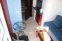 Студия (гостиная+кухня). Черногория, Игало : Маленькая студия на набережной Игало