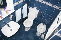 Ванная комната. Черногория, Герцег-Нови : Синяя студия рядом с пляжем Раффаэло