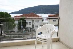 Вид на море. Черногория, Герцег-Нови : Студия рядом с пляжем Раффаэло