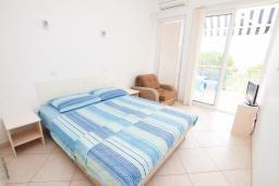 Студия (гостиная+кухня). Черногория, Герцег-Нови : Студия в Топла рядом с пляжем Раффаэло