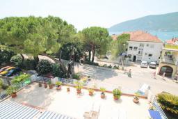 Вид на море. Черногория, Герцег-Нови : Студия в Топла рядом с пляжем Раффаэло