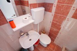 Ванная комната. Черногория, Игало : Комната на 2 персоны с видом на море, с кондиционером