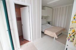 Спальня. Черногория, Игало : Комната на 2 персоны с видом на море, с кондиционером