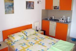 Студия (гостиная+кухня). Черногория, Петровац : Студия с балконом и видом на море