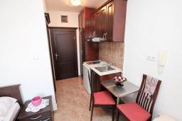 Студия (гостиная+кухня). Черногория, Игало : Студия в Игало, до моря 100 метров