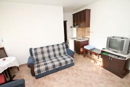Гостиная. Черногория, Игало : Апартамент с отдельной спальней, с балконом, 100 метров до пляжа