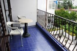 Балкон. Черногория, Игало : Студия с балконом, 50 метров до моря