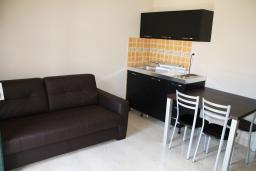 Кухня. Черногория, Игало : Шикарный люкс апартамент с балконом и кухней