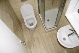 Ванная комната. Черногория, Игало : Шикарный люкс апартамент с балконом и кухней