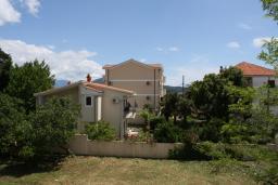 Вид. Черногория, Игало : Шикарный люкс апартамент с балконом и кухней