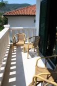 Балкон. Черногория, Игало : Просторный люкс апартамент с балконом и большой кухней