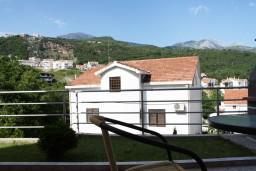 Вид. Черногория, Игало : Просторная студия на первом этаже с террасой и большой кухней