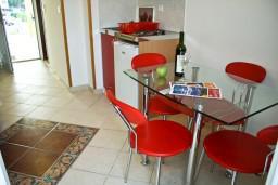 Черногория, Биела : Апартамент для 4 человек с отдельной спальней, с балконом