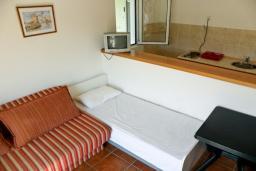 Спальня. Черногория, Биела : Апартамент для 6 человек, 2 спальни, с балконом