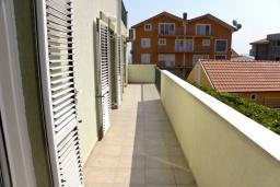 Балкон. Черногория, Биела : Апартамент для 6 человек, 2 спальни, с балконом
