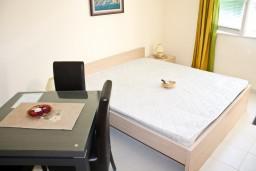 Студия (гостиная+кухня). Черногория, Кумбор : Cтудия с террасой в 5 метрах от моря