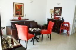 Гостиная. Черногория, Дженовичи : Апартамент с балконом, с видом на море