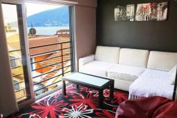 Гостиная. Черногория, Игало : Апартамент ЛЮКС с французским балконом и захватывающим видом на море