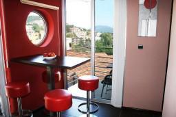 Обеденная зона. Черногория, Игало : Апартамент ЛЮКС с французским балконом и захватывающим видом на море