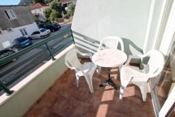 Балкон. Черногория, Дженовичи : Апартамент с отдельной спальней, с балконом и видом на море
