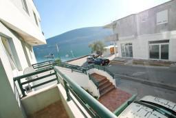 Вид на море. Черногория, Дженовичи : Апартамент с отдельной спальней, с балконом и видом на море