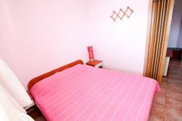 Спальня. Черногория, Дженовичи : Апартамент с отдельной спальней, с балконом и видом на море