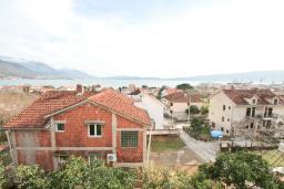Вид на море. Черногория, Биела : Апартамент в Биела с отдельной спальней, с балконом и видом на море