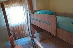 Спальня 2. Черногория, Игало : Шикарный апартамент с большой гостиной и двумя спальнями