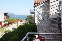 Вид на море. Черногория, Игало : Студия на 2 этаже для двоих с балконом и видом на море, на вилле с бассейном
