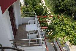 Балкон. Черногория, Игало : Студия на 2 этаже для двоих с балконом и видом на море, на вилле с бассейном