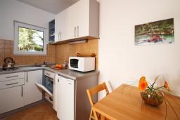 Кухня. Черногория, Герцег-Нови : Большая студия Цикас для троих с балконом и видом на море